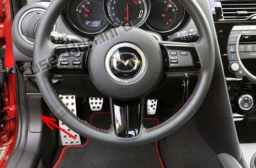 Расположение предохранителей в салоне: Mazda RX-8 (2004-2011 гг.)