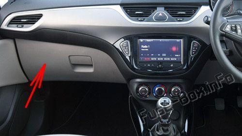 Расположение предохранителей в салоне (RHD): Opel / Vauxhall Corsa E (2015-2019 -...)